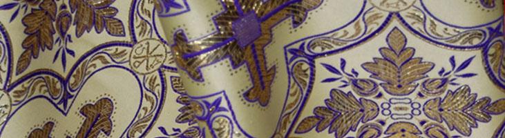 Sinatex S.A. produce si comercializeaza tesaturi destinate confectionarii vesmintelor pentru preoti si acoperaminte bisericesti.
